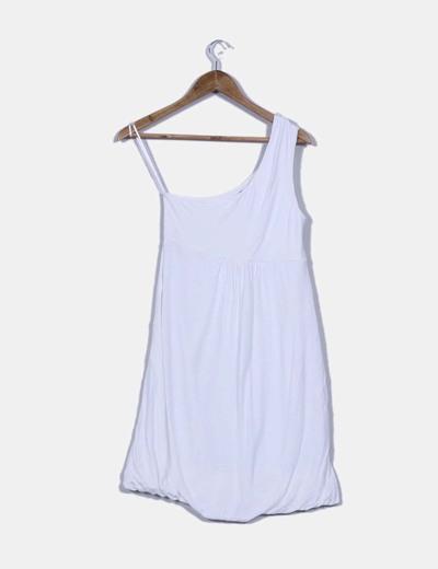 Vestido blanco con escote asimetrico