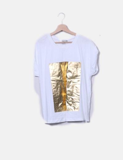Camiseta blanca y dorada