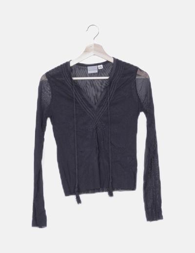 Blusa negra con bordados