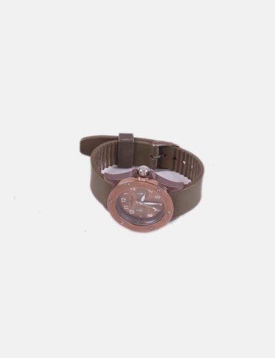 Reloj marrón de plastico