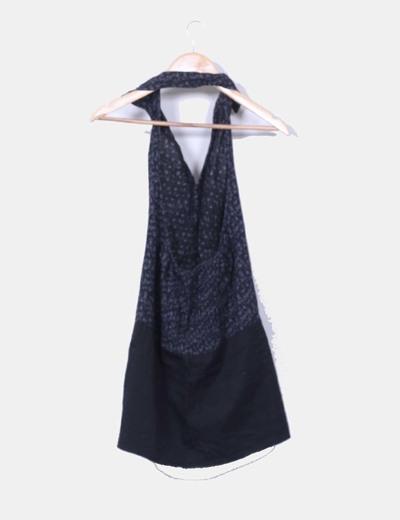 Blusa negra combinada atada al cuello