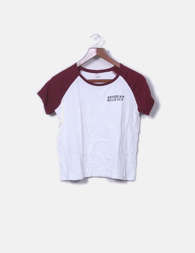 Camiseta blanca mangas burdeos