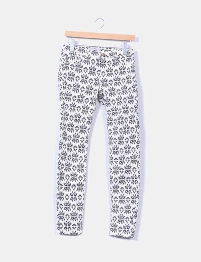 Pantalón beige estampado Zara