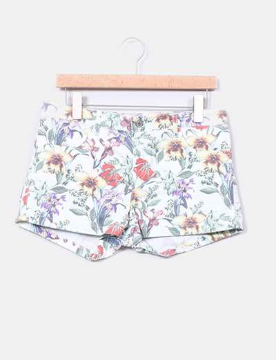 Short floreado Stradivarius