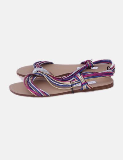 Sandalia plana de tiras metalizadas