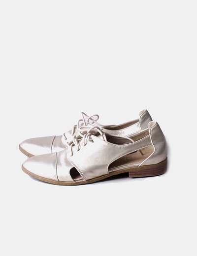 Zapato dorado con cordones
