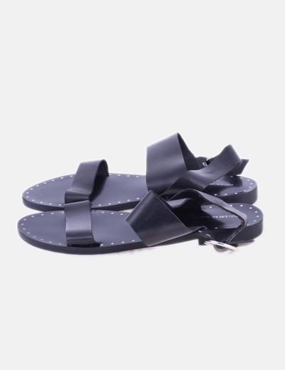 Sandalia negra con detalle tachas