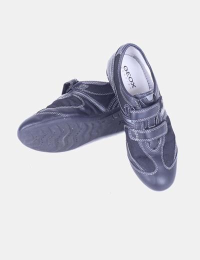 Zapatilla negra combinada