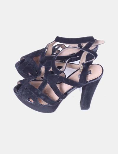 Sandalia negra tiras de tacón Zara