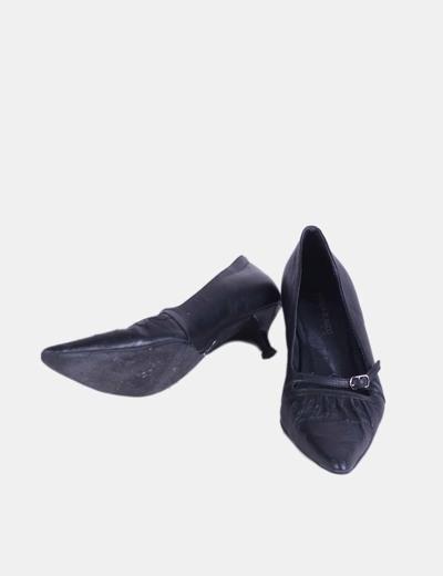 Zapato negro de punta