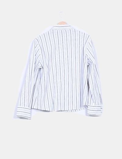 Camisa blanca con rayas