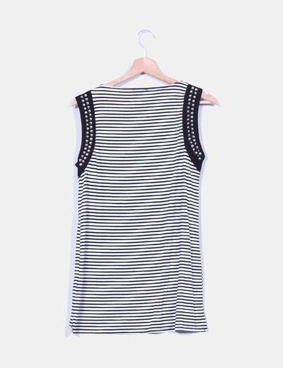 Camiseta larga rayas blanca y negra con tachas