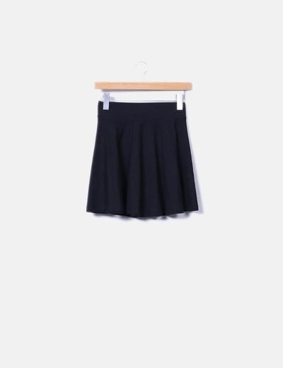 Falda con vuelo negra