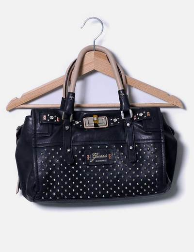 Bolso negro con tachas y asas beige