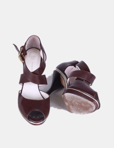Sandalias de piel marron chocolate hebilla dorada