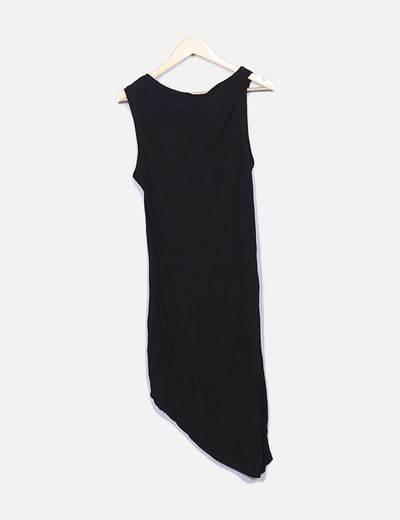 Vestido fluido negro sin mangas
