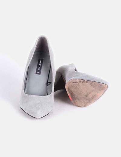 Zapato salon gris tacon medio