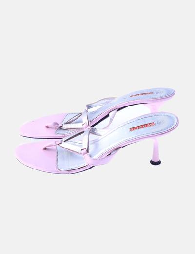 Sandalia destalonada rosa detalle plateado