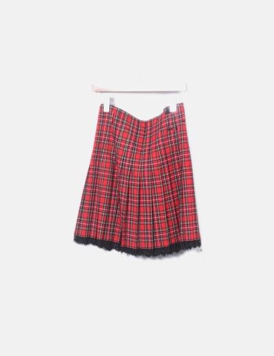 Falda roja de cuadros plisada