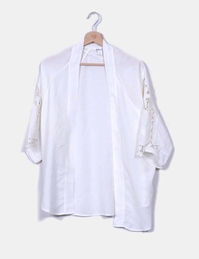 Kimono blanco mangas crochet