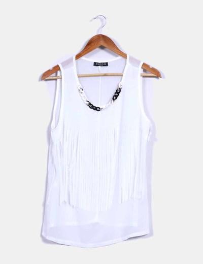 Blusa blanca con flecos y collar en el escote BEKKA