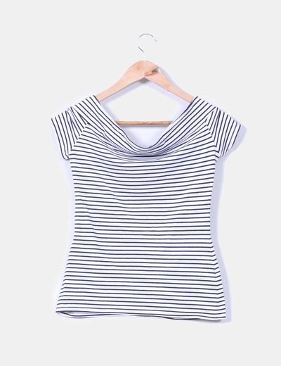 Camiseta de rayas con escote barco