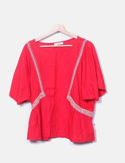 Camiseta roja bordado laterales