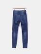 Jeans desflecado con rotos Bershka