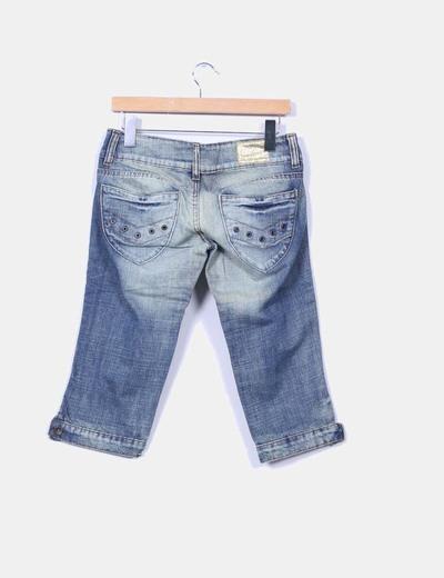 Pantalon denim pirata efecto desgastado