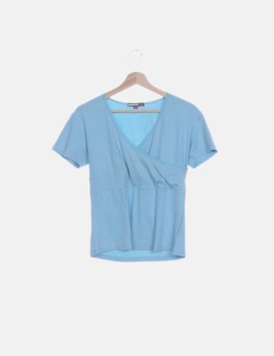 Camiseta azul clara cruzada