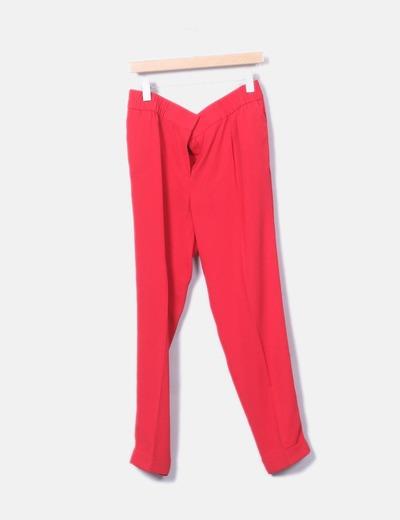 Pantalón rojo fluido detalle pinza