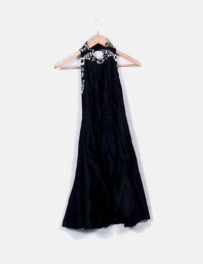 Vestido halter negro floral