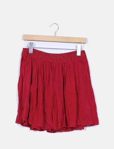 Falda roja fluida bordada Zara