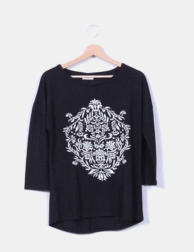 Top negro print bordados con tachas oversize Yessica