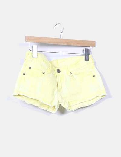 Shorts denim amarillo Bershka