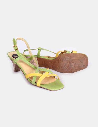 Sandalias verdes y amarillas