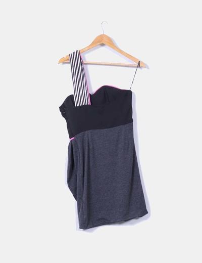 Vestido combinado con escote asimetrico