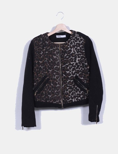 Chaqueta animal print con mangas negras Lefties
