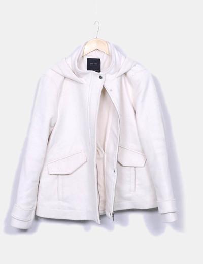 Abrigo paño beige con capucha Zara