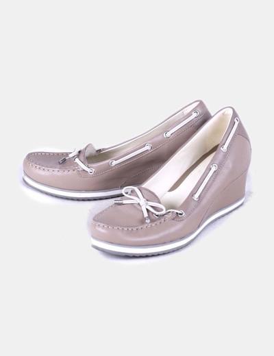 Zapato color topo de cuña Geox