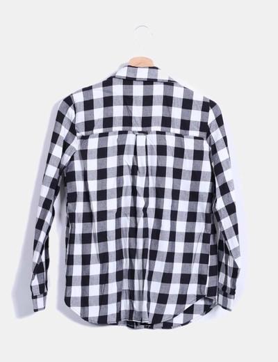 0b5000ea09 Zara Camisa de cuadros blanca y negra (descuento 80%) - Micolet