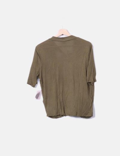 Camiseta verde escotada manga corta