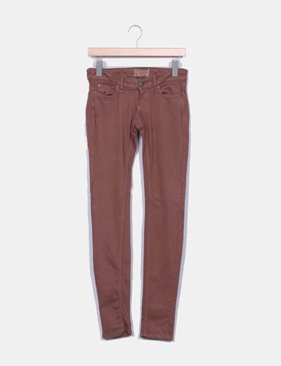Pantalon pitillo marron Bershka