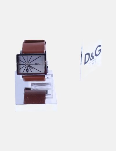 Reloj analógico marrón