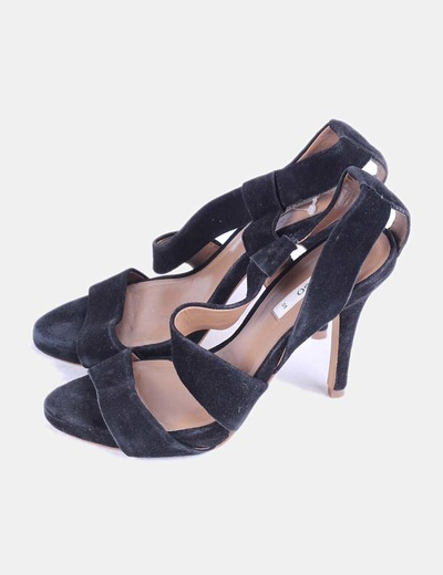 Sandalia negra de terciopelo Mango