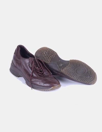 Zapato marron con cordones