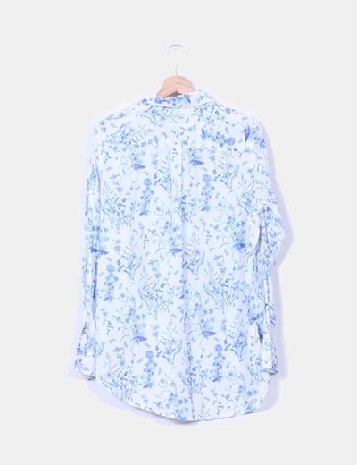 Camisa blanca y azul estampada