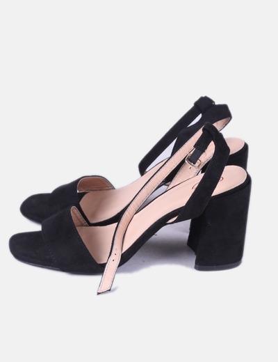 Sandalia negra tacón ancho
