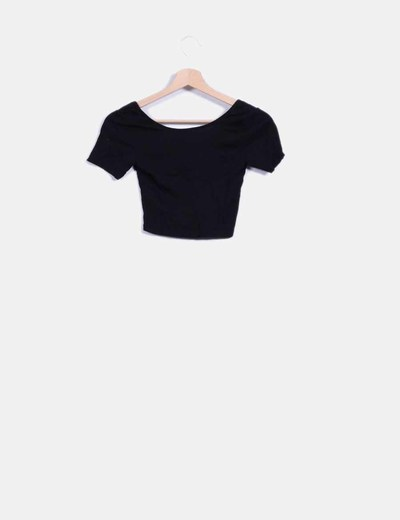 Crop top negro manga corta