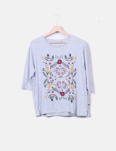 Camiseta gris bordado floral